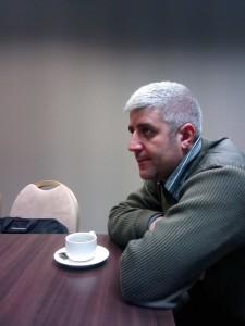 Роман Абисогомян за тем же круглым столом