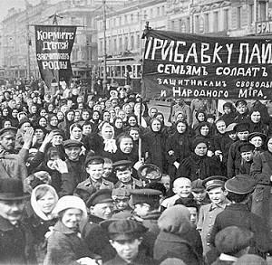 Демонстрация работниц Путиловского завода в первый день Февральской Революции